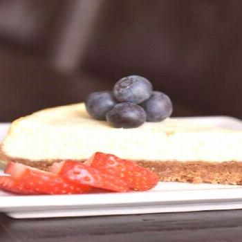 The easiest Petite Cheesecake, Skinny Cheesecake, pressure cooker cheesecake, by Spice Cravings. In